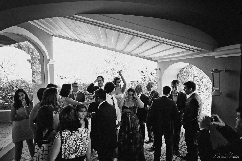 Por vezes, o desejo de uma recordação fotográfica por parte dos convidados pode assoberbar o momento.
